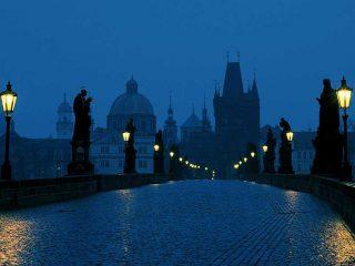 Il romantico buio della vecchia Praga